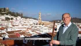 Rafael Lorenzo Hidalgo fundó KTV en 1986 tras colocar una antena en el campanario de Constantina.