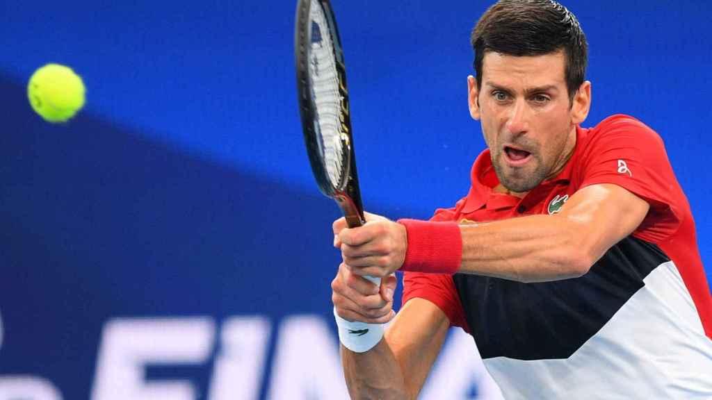 Djokovic durante las semifinales de la ATP Cup ante Medvedev