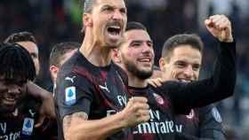 Zlatan Ibrahimovic celebra su primer gol con el Milan