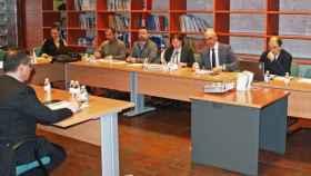 El director general de Salud Pública, Juan Camacho, en su reunión con representantes de distintos organismos