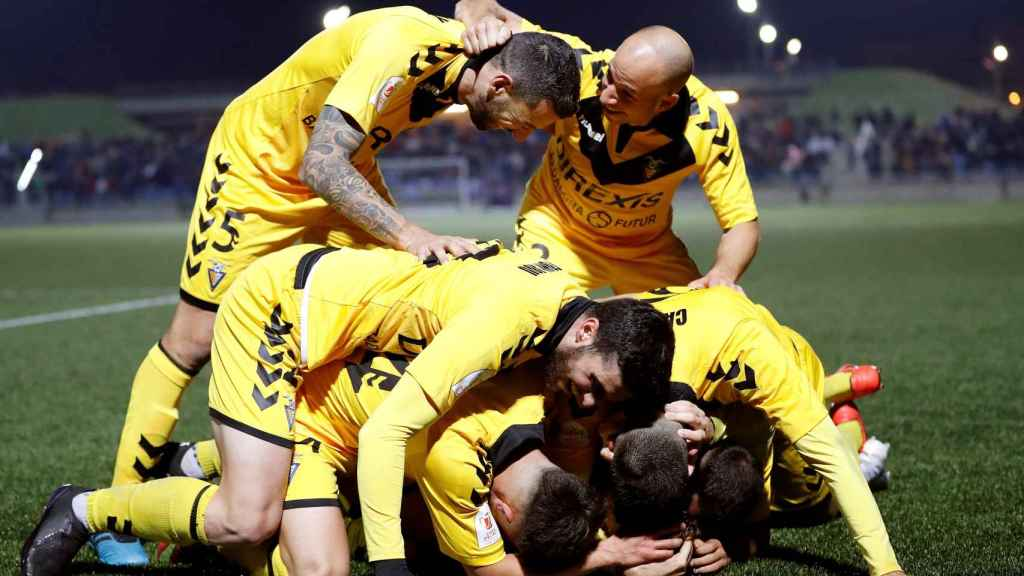Los jugadores del Badalona celebran uno de los goles ante el Getafe