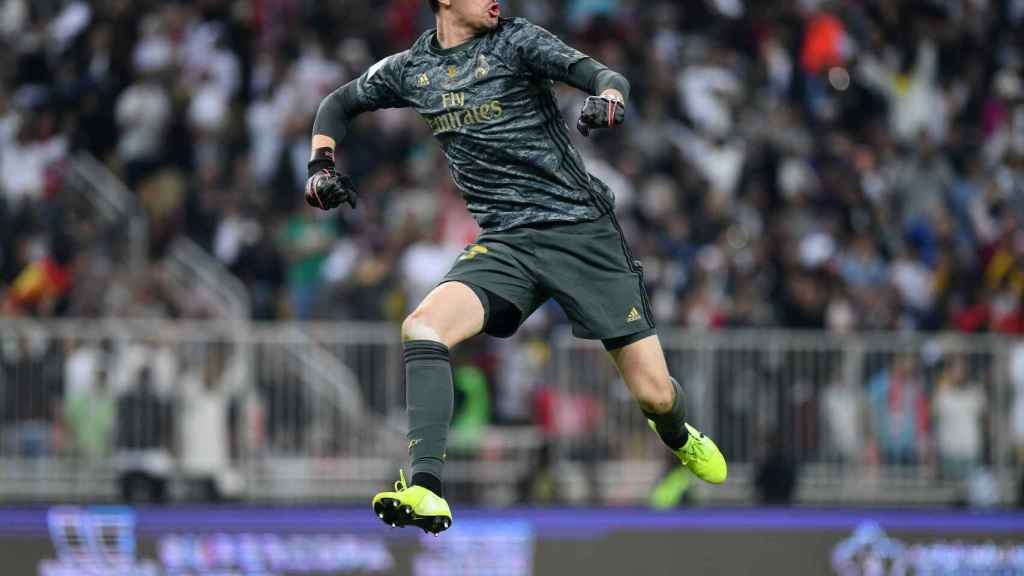 Courtois celebra la victoria en la final de la Supercopa de España