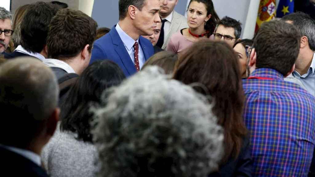 Pedro Sánchez, en conversación informal con periodistas al terminar su comparecencia sin preguntas.