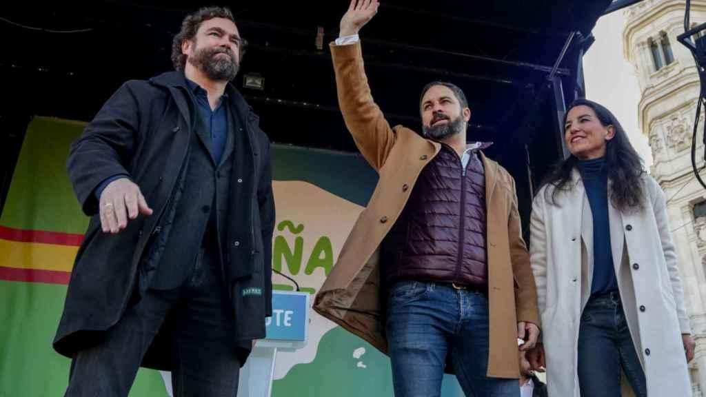 Iván Espinosa de los Monteros, Santiago Abascal y Rocío Monasterio, en la concentración de España Existe, en madrid.
