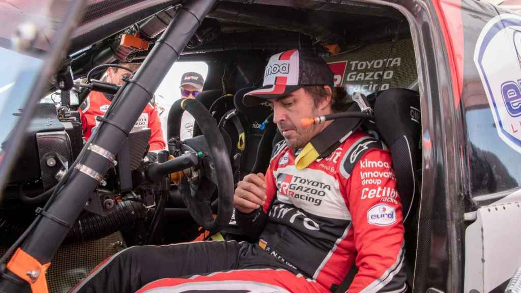 Alonso en su Toyota en el Dakar 2020