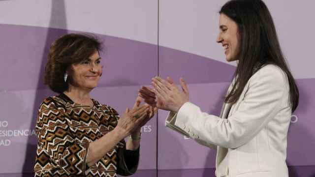 La vicepresidenta Carmen Calvo, hasta entonces ministra de Igualdad, en el traspaso de la cartera a Irene Montero.