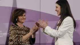La vicepresidenta primera, Carmen Calvo, anterior ministra de Igualdad, en el traspaso de la cartera a Irene Montero.