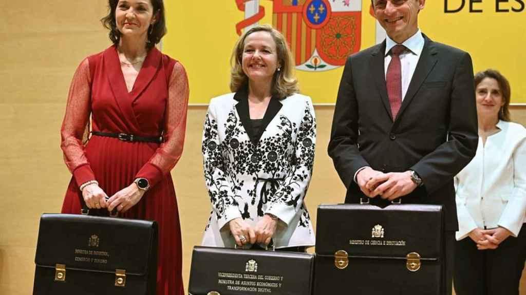 La vicepresidenta tercera, Nadia Calviño; la ministra de Industria, Reyes Maroto, y el ministro de Ciencia e Innovación, Pedro Duque.