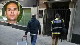 Agentes de la Policía científica entrando a la casa donde Antonio S. G, ha matado a su pareja.
