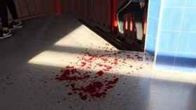 La sangre de la víctima en el suelo del instituto.