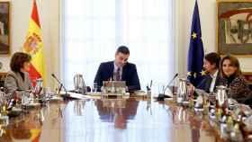 Pedro Sánchez preside el primer Consejo de Ministros, celebrado este martes en el Palacio de la Moncloa.