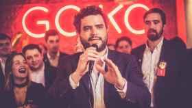El presidente y fundador de Goiko, Andoni Goicoechea, en un acto con empleados.