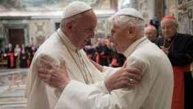 El Papa Francisco y el Papa emérito, Ratzinger.
