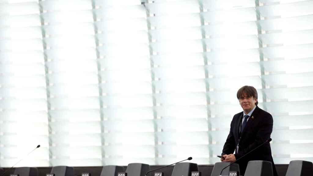 El expresidente catalán, Carles Puigdemont, en el gallinero de la Eurocámara.