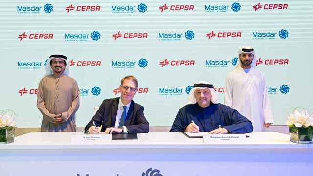 El consejero delegado de Cepsa, Philippe Boisseau, y el consejero delegado de Masdar, Mohamed Jameel Al Ramahi.