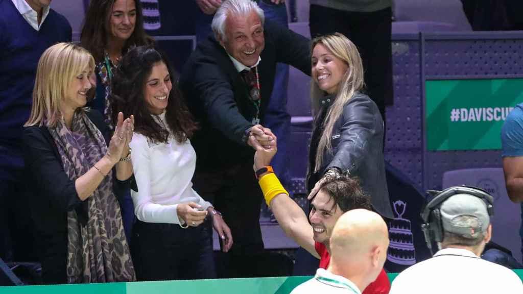 Rafa Nadal sigue en la pista de tenis, y Xisca en la primera fila de los torneos para apoyarle.
