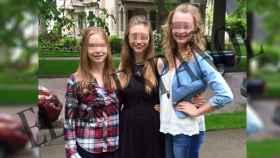 De izquierda a derecha, las hermanas Olivia, Julia y Claire, que han denunciado a los afganos