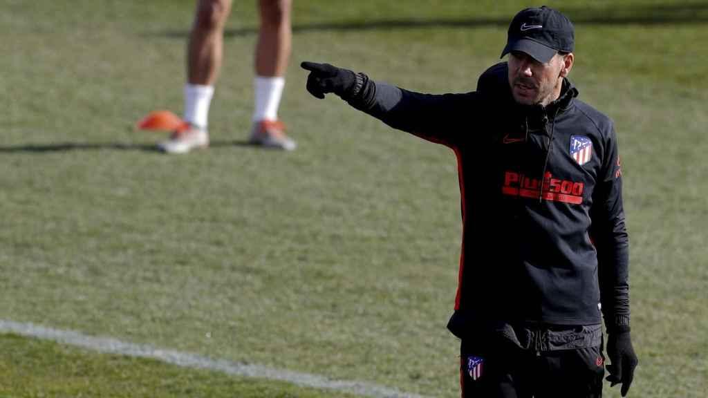 Simeone en el entrenamiento del Atlético de Madrid