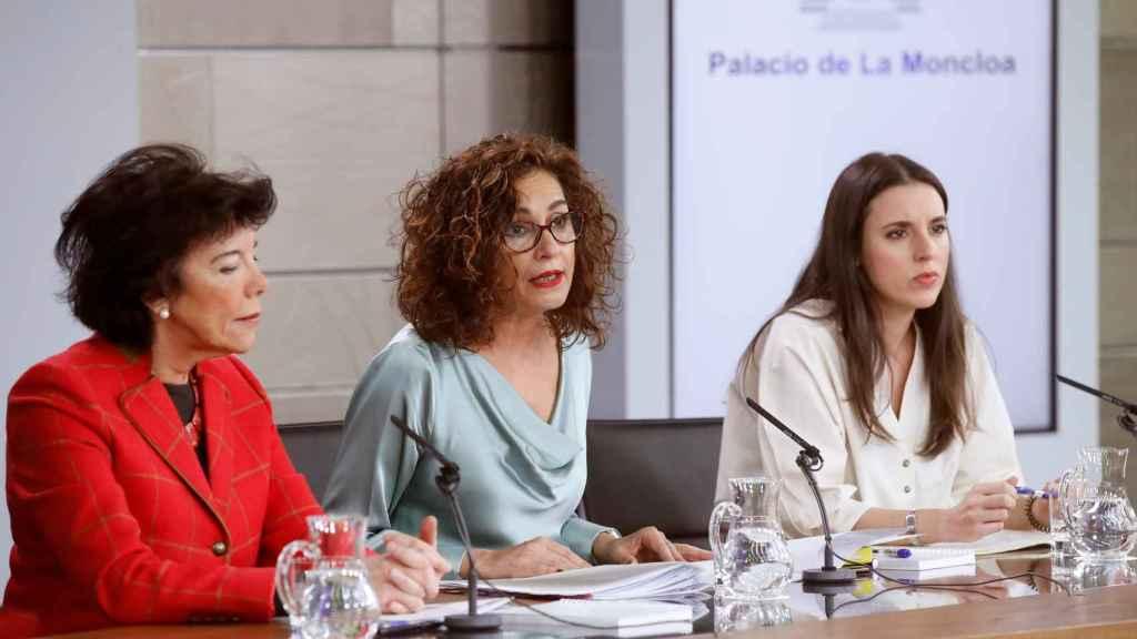 María Jesús Montero e Irene Montero en la rueda de prensa del Consejo de Ministros