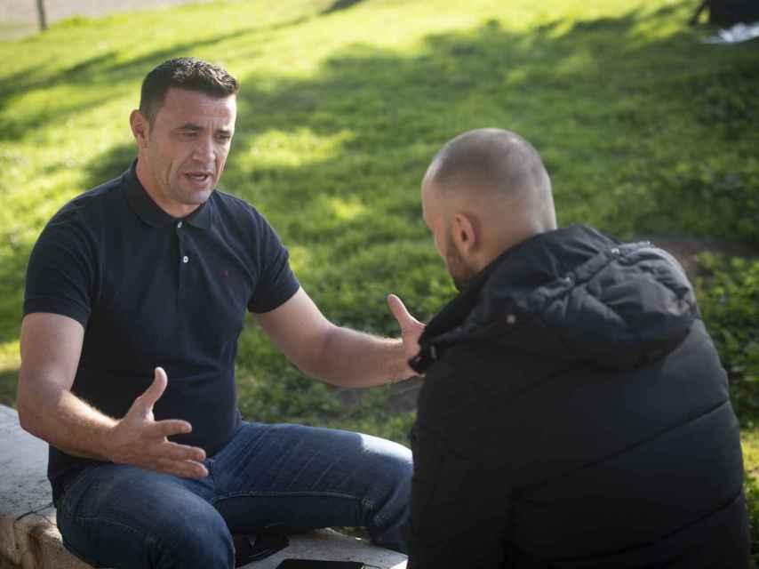 David Serrano atendió a un reportero de EL ESPAÑOL en el barrio malagueño de El Palo.