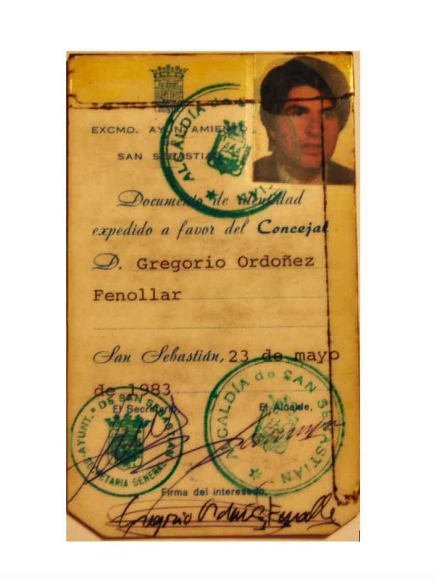 Carné de Gregorio Ordóñez de concejal del Ayuntamiento de San Sebastián.