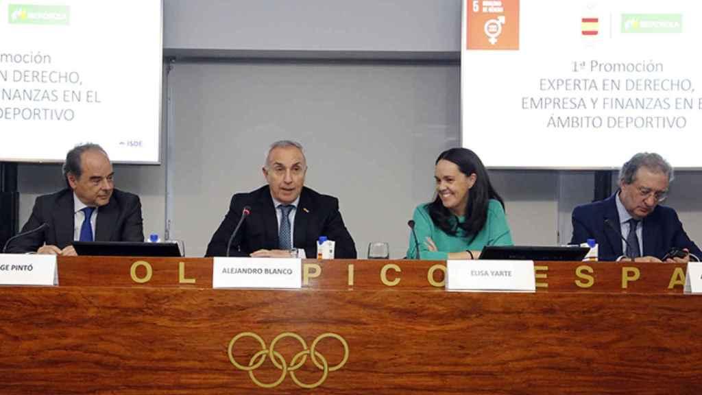 Alejandro Blanco presentando el curso para mujeres