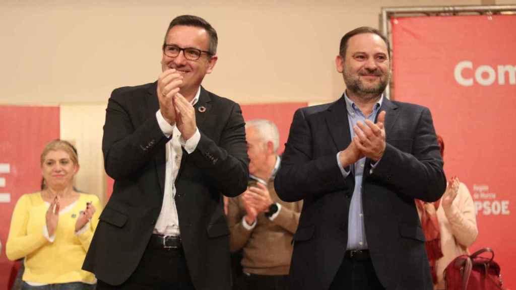El secretario general del PSOE en Murcia, Diego Conesa, con el secretario de organización del PSOE, José Luis Ábalos