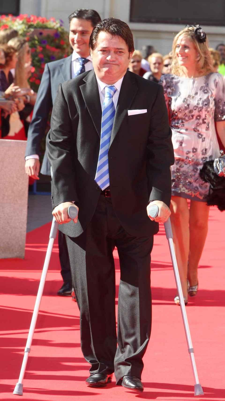 Vicente Ruiz 'El Soro' tuvo que andar durante años ayudado de unas muletas por la lesión que sufrió en 1994.