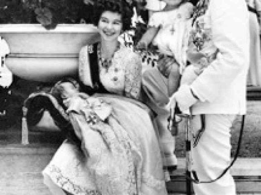 La Reina Sofía y sus padres, en 1940.