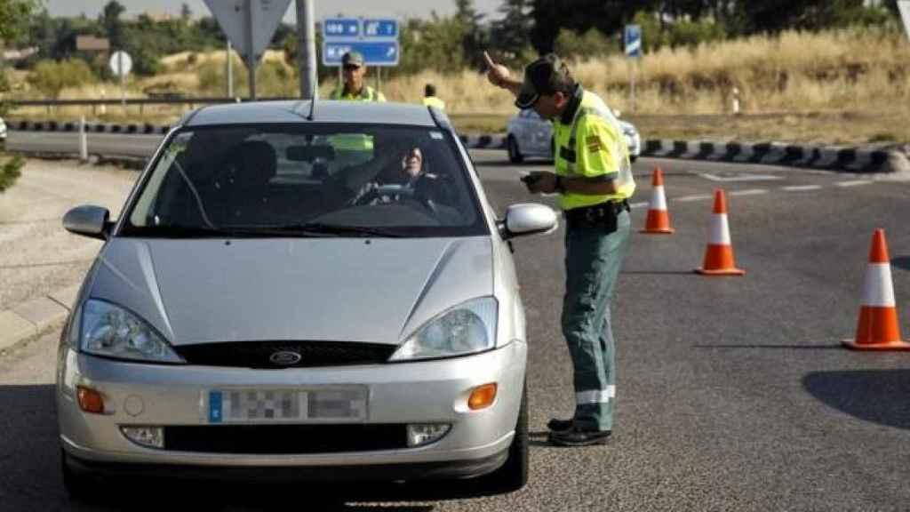 Guardia Civil en control de tráfico.