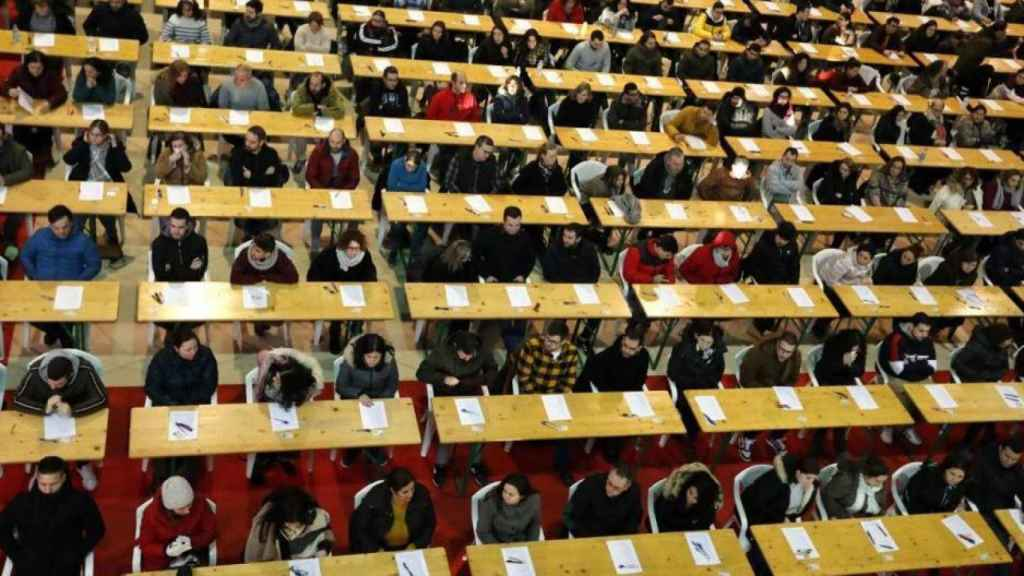 Opositores a un puesto fijo en Correos en la convocatoria de este domingo.
