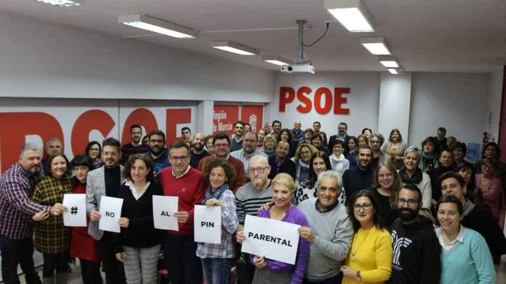 El PSOE, de la mano del secretario de los socialistas murcianos, Diego Conesa, se ha opuesto a esta medida.