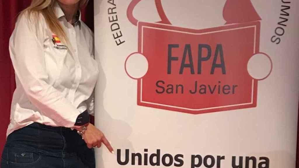 Adela Monteagudo, madre de tres hijos y presidenta de la FAPA San Javier, está a favor.