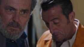 José Coronado y Luis Zahera, en una imagen del segundo episodio de 'Vivir sin permiso' (Telecinco)