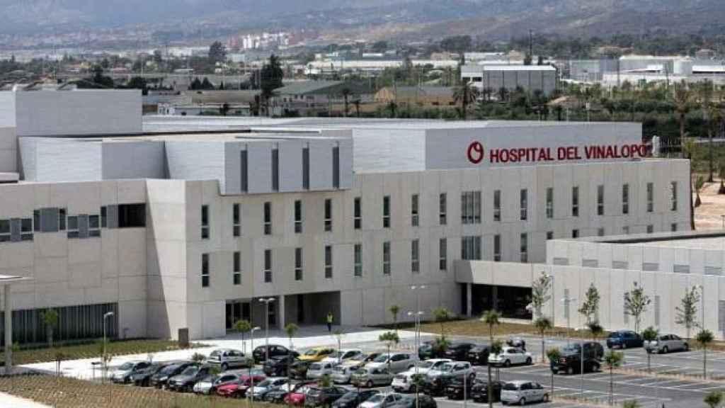 Hospital del Vinalopó, donde el bebé está ingresado.