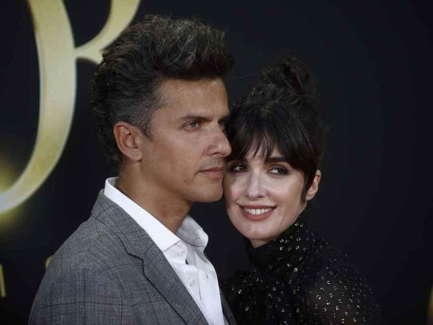 La intérprete y su marido posando en un 'photocall'.
