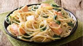 Espaguetis con salmón y espinacas, receta de pescado sin espinas