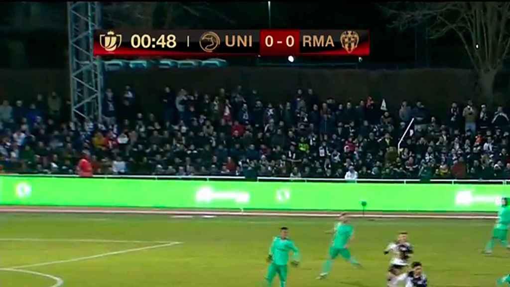 La realización de televisión confunde el escudo del Real Madrid