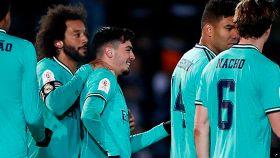 Los jugadores del Real Madrid felicitan a Brahim por su gol a Unionistas