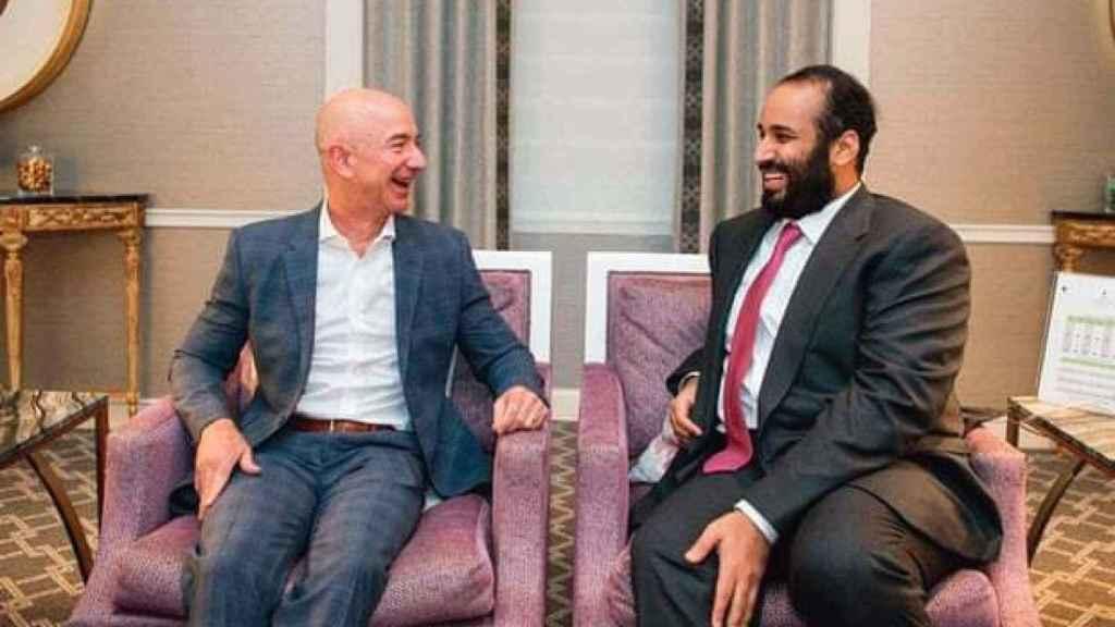 Jeff Bezos junto a Mohammed bin Salman durante su visita a los EE UU en marzo de 2018.
