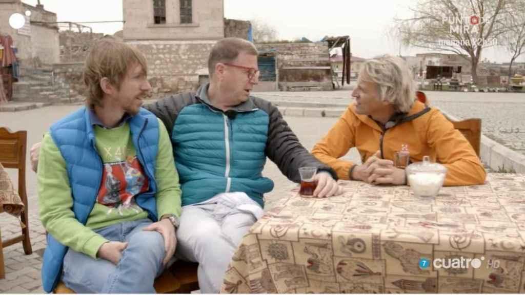 Jorge junto a su pareja Ken, quien los ha acompañado en la aventura.