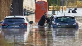 El río Ter se ha desbordado esta tarde en el barrio de Sant Ponç de la ciudad de Girona