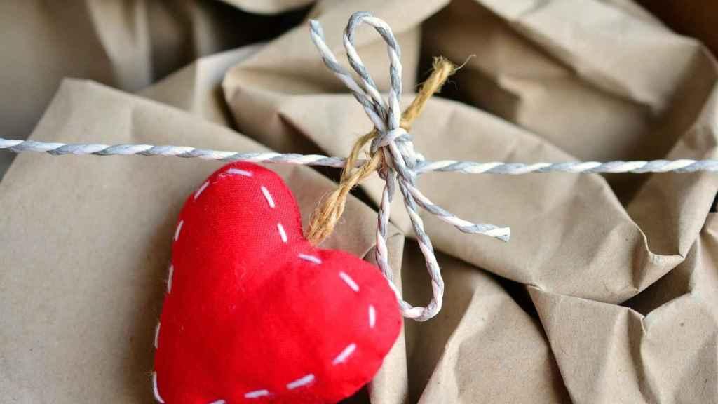 Envuelve tus regalos más especiales con bolsas de papel