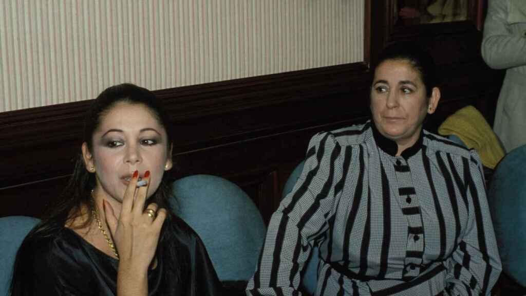 Isabel Pantoja y su madre, en una imagen de archivo.