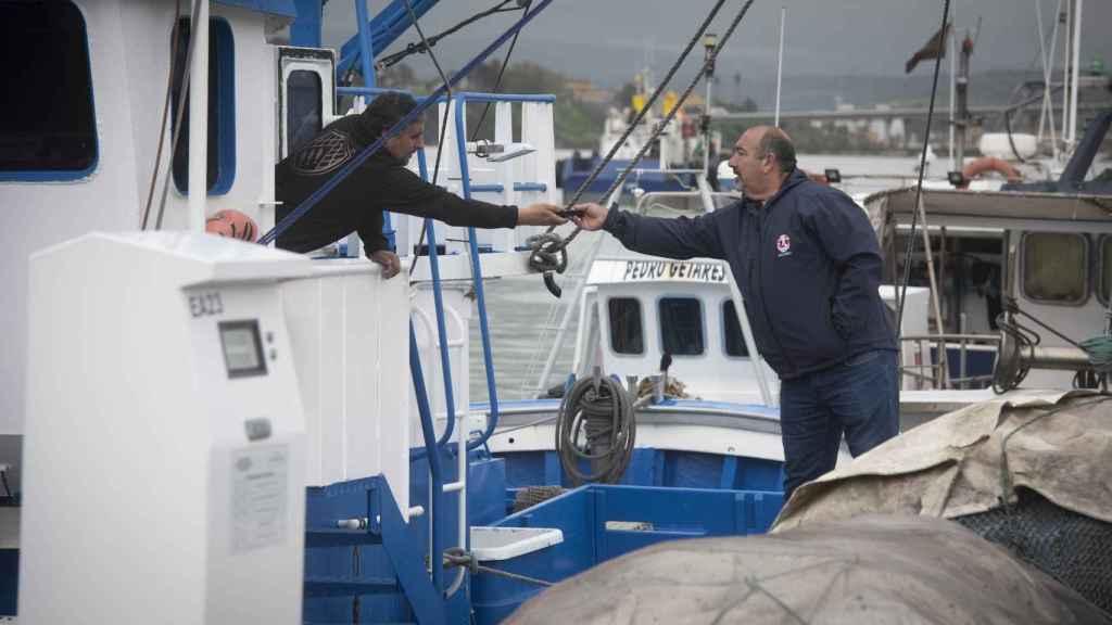 Los familiares han seguido esperando noticias del pesquero desaparecido.