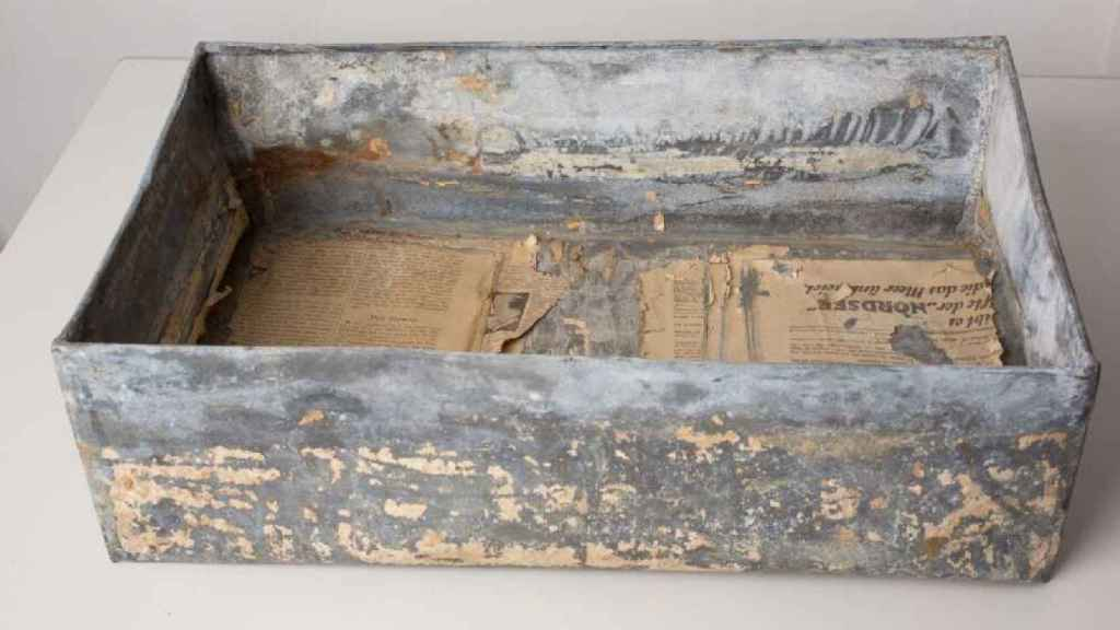 Una de las cajas metálicas que contenían parte del Archivo Ringleblum.