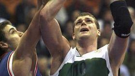 Robert Archibald durante un partido en Zagreb