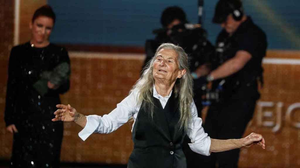 Benedicta Sánchez recibe la ovación del público.