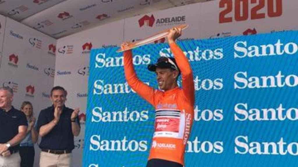 Richie Porte levanta el título que le proclama como ganador del Tour Down Under 2020