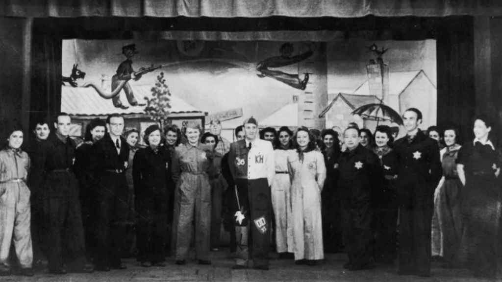 Los actores de un espectáculo del campo de Westerbork.